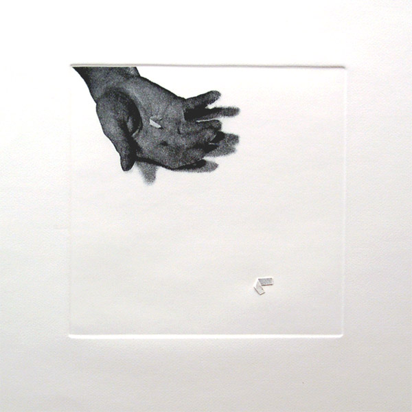 Liliana Porter .- Untitled (hand with paper). Fotograbado y collage, 30 x 30 cms, Ed. 50, 1973