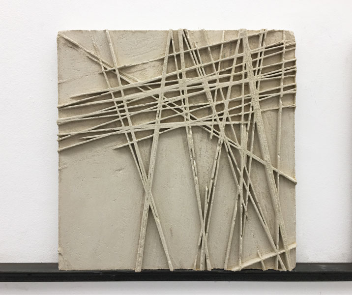 Manu Muniategiandikoetxea - Escultura / Cemento. 46 x 46 x 3,5 cm. Único