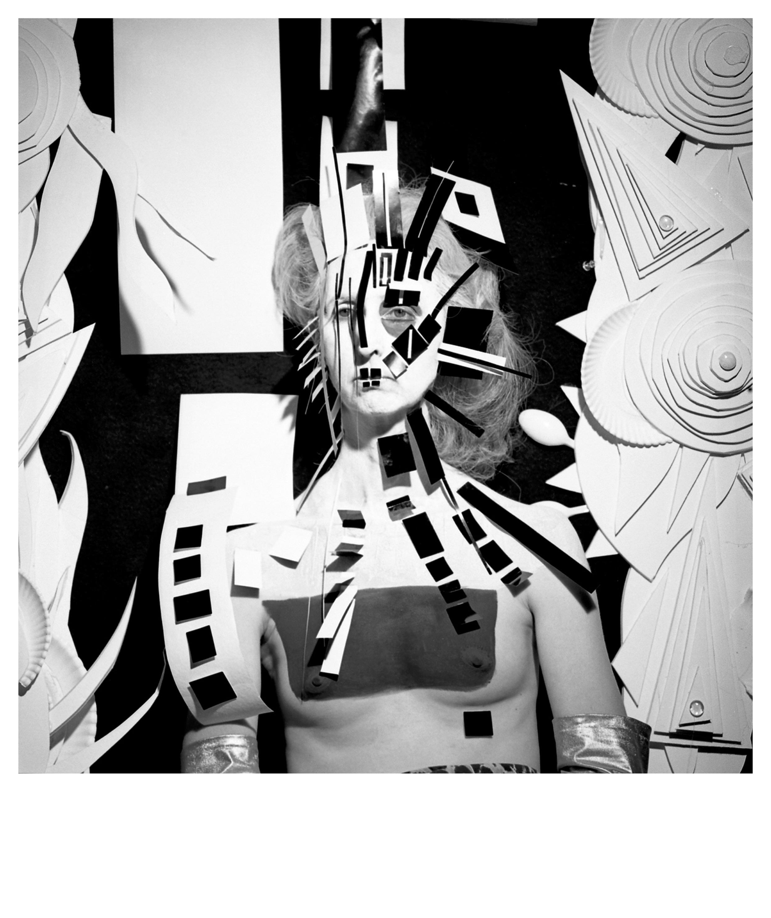 Steven Arnold - Untitled (cubist mask). 1985 (printed 2017). Gelatina de plata vintage. 20' x 16' : 50,8 x 40,64 cm