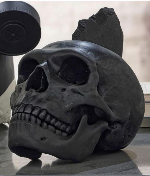 Bene Bergado - Cráneo de Homo Noenendertalis. 2016. Escultura / Poliuretano pintado. 28 x 28 x 28 cm. Ed. 1 + 1AP
