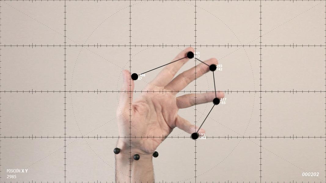 Manu Arregui .- Ejercicios de medición sobre el movimiento amanerado de las manos. 2014. (Video Still)
