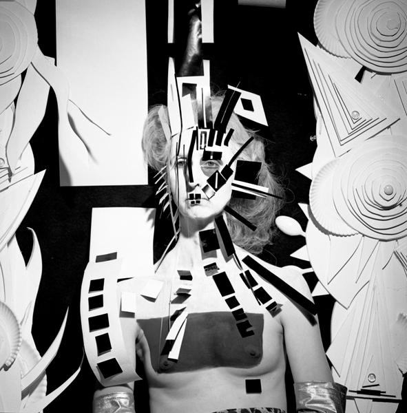 Steven Arnold - Untitled (cubist mask). c. 1980, stamped 2017. Gelatina de plata. 20' x 16'. Ed. de 12.